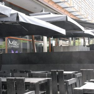 Horeca parasols bij Mizu in Zwolle, Team Zon-Comfort