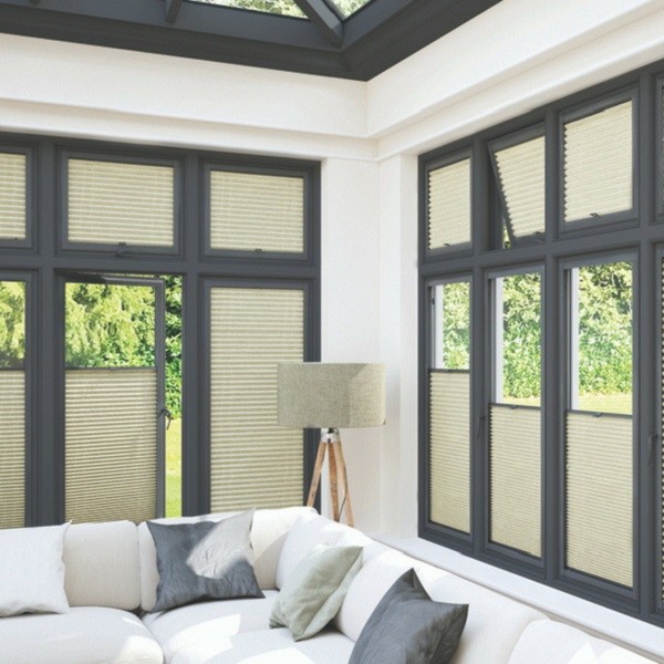 Pefect fit, zonwering voor kunststof ramen, kan ook toegepast worden in houten of aluminium ramen.